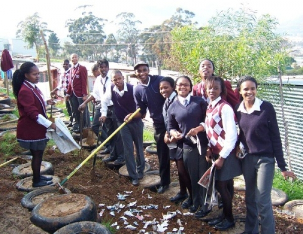 kids-plant-veggies-for-mandela