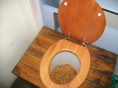 compost toilet sawdust humanure green2