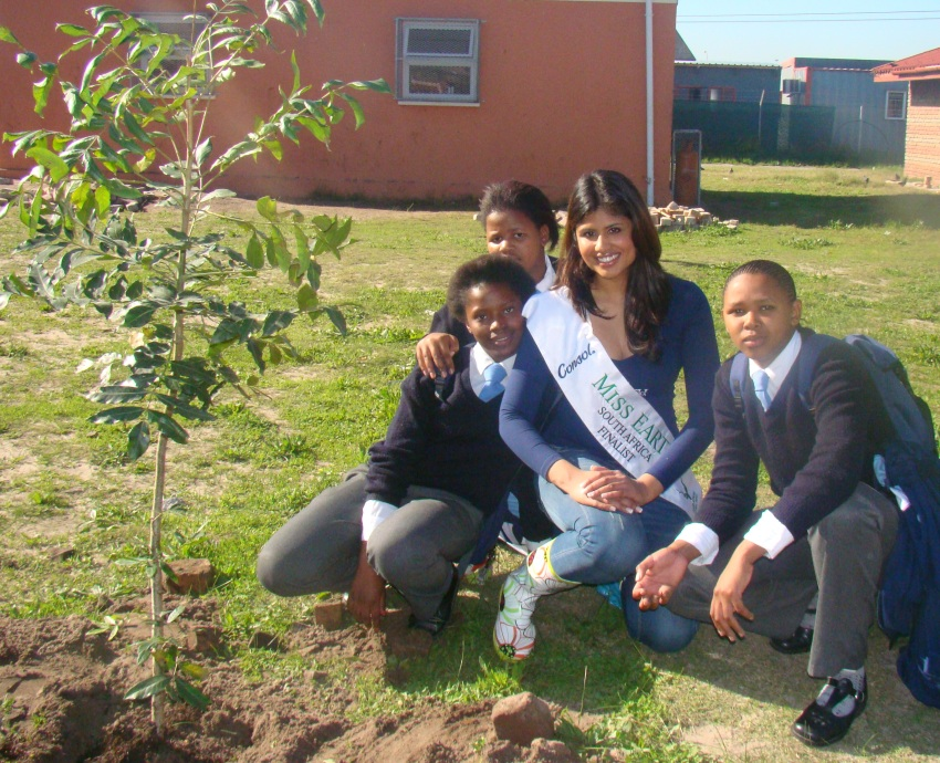 miss earth nahya tree planting -2