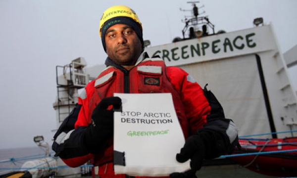 kumi-naidoo-and-other-greenpeace-activists-attacked-in-arctic