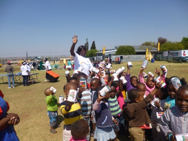 collect-a-can-cleans-up-at-inkanyezi-on-recycling-day