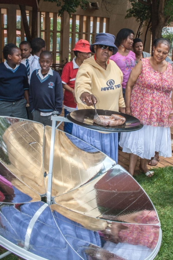 innovative-solar-cooker-bikes-to-help-sowetans