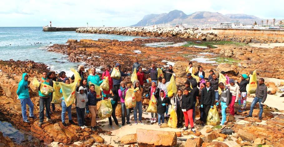 International Coastal Cleanup 2013 - volunteers