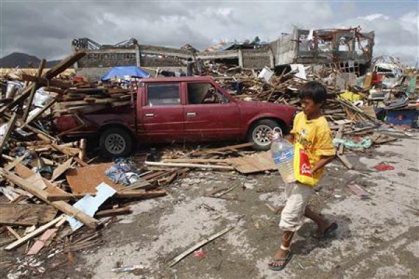 philippine-typhoon-kills-estimated-10000