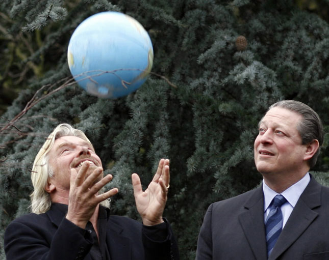 Richard Branson stands with former US Vice President Al Gore at a London presentation. Image: Kieran Doherty, Reuters.