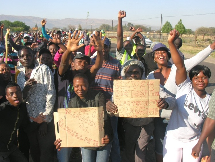 Residents of the Thaba Dimaketsi Informal Settlement in Bokfontein walked from the settlement to the Madibeng Municipality's office in Brits to protest service delivery.