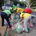 The Plastics SA team busy collecting the litter along the route at this year's Two Oceans Marathon