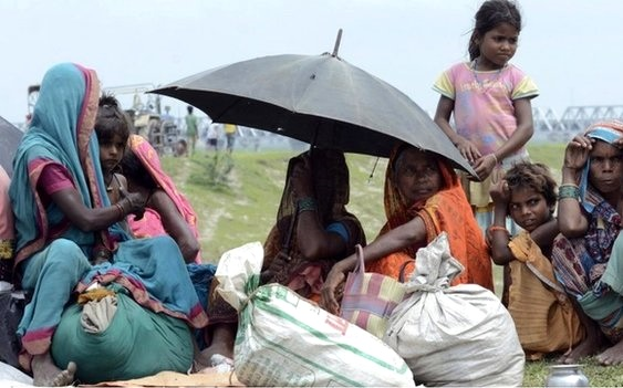 thousands evacuated flood fears india -1