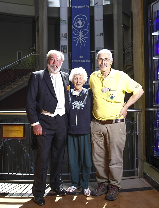 David Parry-Davies, with Lifetime Achievement Award winner, Dr Guy Preston and his mom, Fay