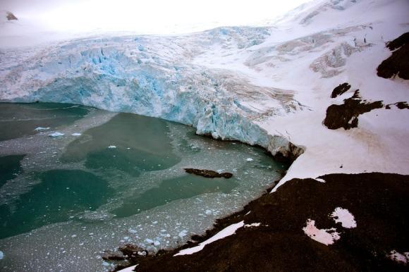glacier melting Brazil Comandante Ferraz base Antarctica