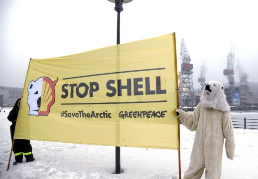 Seattle kayak Shell Arctic oil drilling protest4