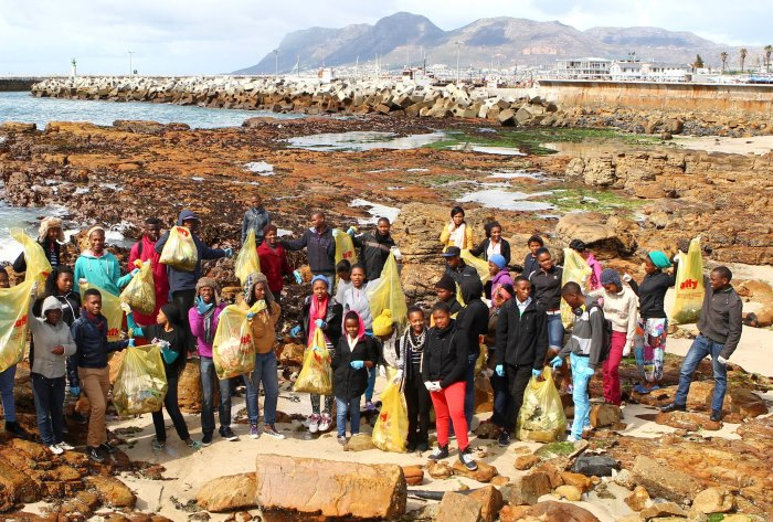 Robben-Island-clean-up-recycle-SA-plastics