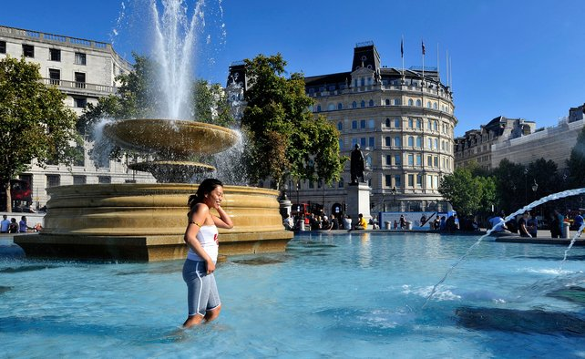 heatwave europe Trafalgar Square London