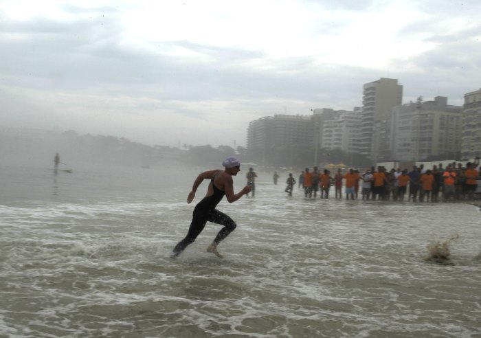 Copacabana Beach swimmers boaters polluted unhealthy waters 2016 Rio Games