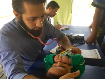 syria refugees hospitals gift givers2