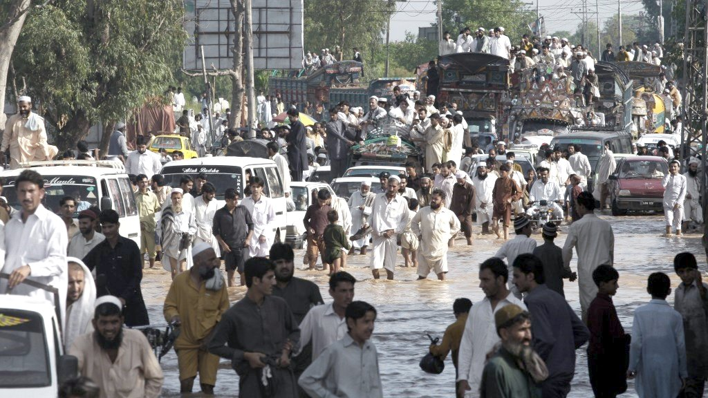 climate change council pakistan extreme weather flood street