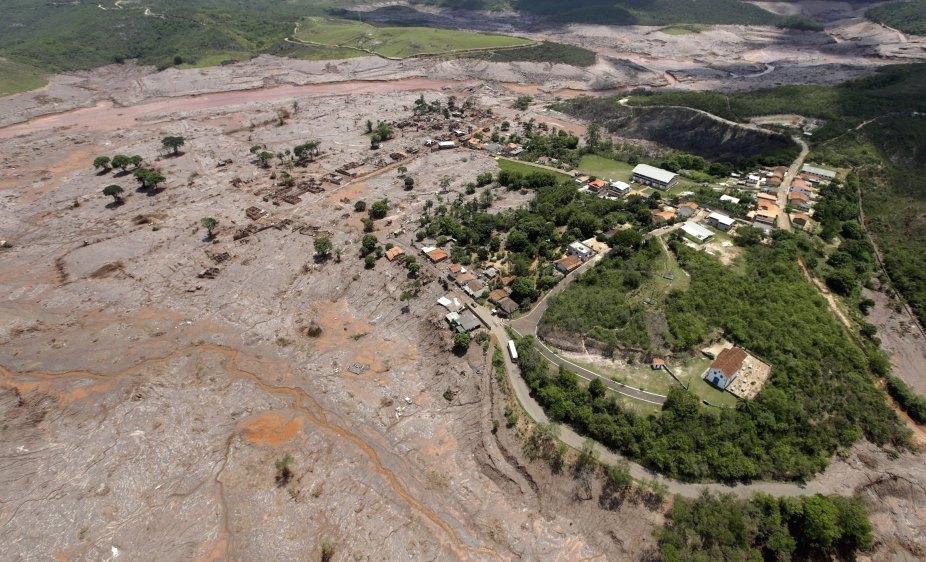 brazil mining toxic sludge atlantic dead missing catastrophe -3