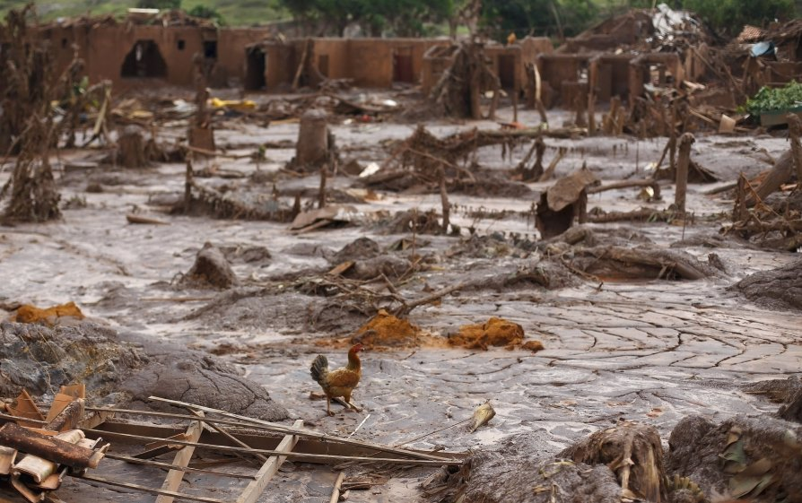brazil mining toxic sludge atlantic dead missing catastrophe -b