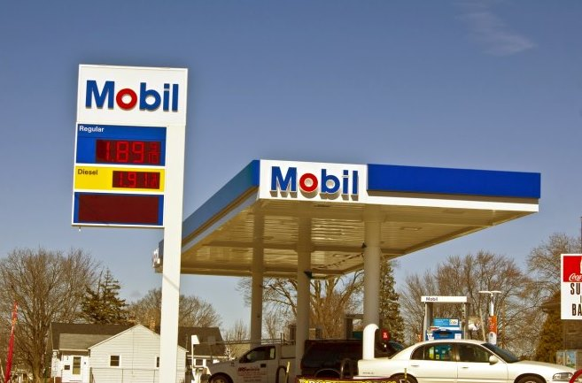 exxon mobil oil gas company misleading divestment rockefeller2