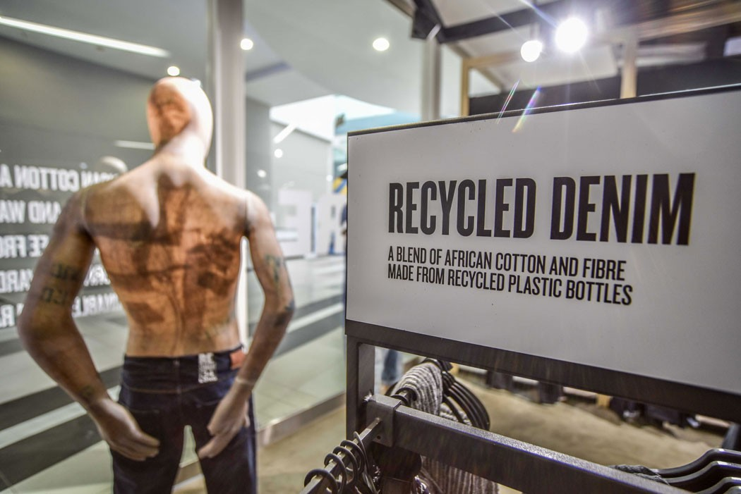 sustainable-mannequin-woolworths-recycled-denim-greenpeace