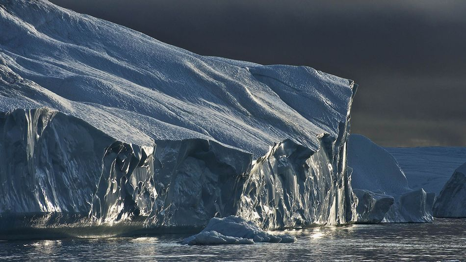 Light iceberg Jakobshavn Glacier Greenland melt heat wave