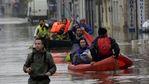 Paris evacuation france floods climate change extreme weather1