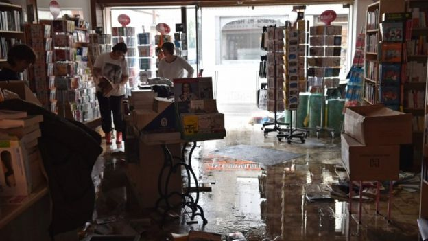 Paris evacuation france floods climate change extreme weather2