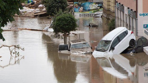 Paris evacuation france floods climate change extreme weather3