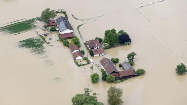 Paris evacuation france floods climate change extreme weather4