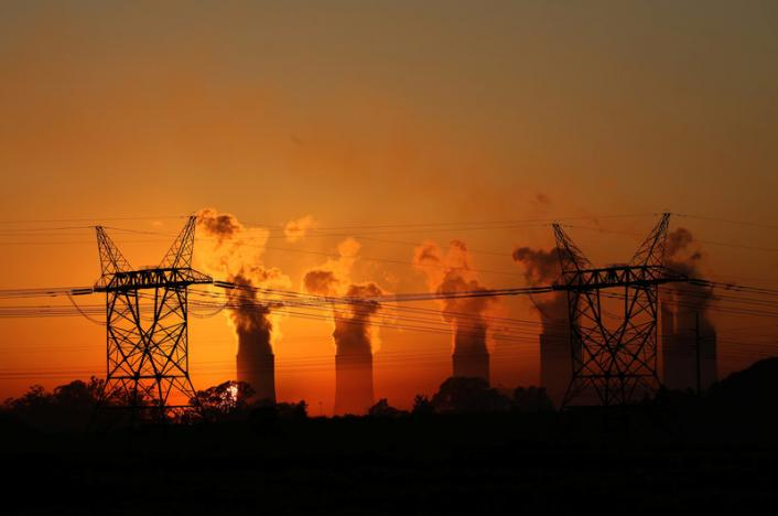 Electricity pylons are seen in front of the cooling towers at the Lethabo Thermal Power Station,an Eskom coal-burning power station near Sasolburg in the northern Free State province,March 2, 2016.REUTERS/Siphiwe Sibeko/File