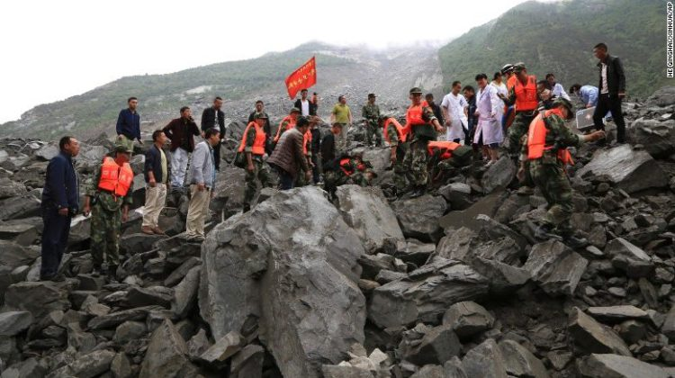 China landslide: desperate search for survivors continues