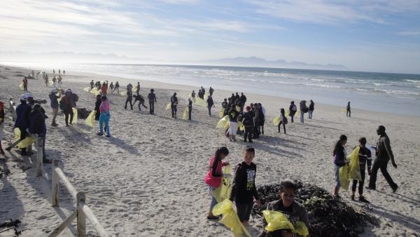 plastic-litter-still-soils-our-beaches