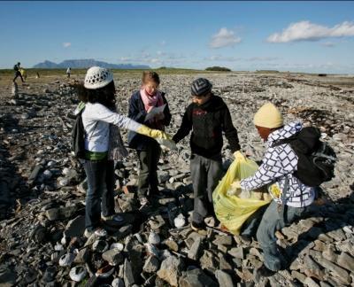 muizenberg_beach_clean-up_green