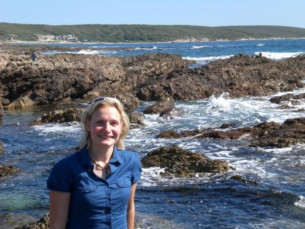 su-marine-biologist-writes-new-sea-guide-for-children