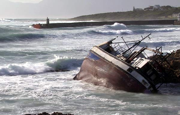 knysna-saddled-with-an-ongoing-oil-spill-disaster