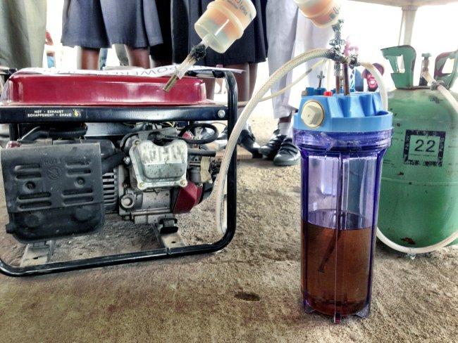 Four Nigerian girls urine powered generator2