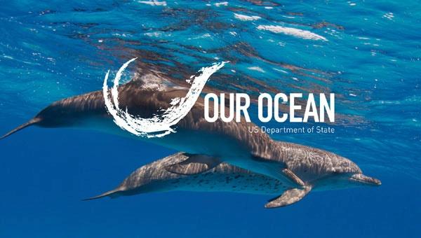 Leonardo-DiCaprio-hugged-John-Kerry-Our-Ocean-conference5